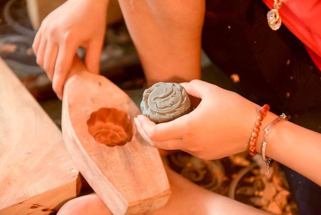 Hanoi family pursues mooncake mould making for decades, entertainment events, entertainment news, entertainment activities, what's on, Vietnam culture, Vietnam tradition, vn news, Vietnam beauty, news Vietnam, Vietnam news, Vietnam net news, vietnamnet ne