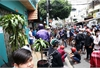 Hundreds battle to get gifts for the dead in HCM City