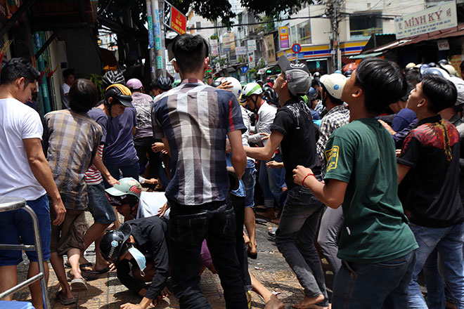 Hundreds battle to get gifts for the dead in HCM City, social news, vietnamnet bridge, english news, Vietnam news, news Vietnam, vietnamnet news, Vietnam net news, Vietnam latest news, vn news, Vietnam breaking news