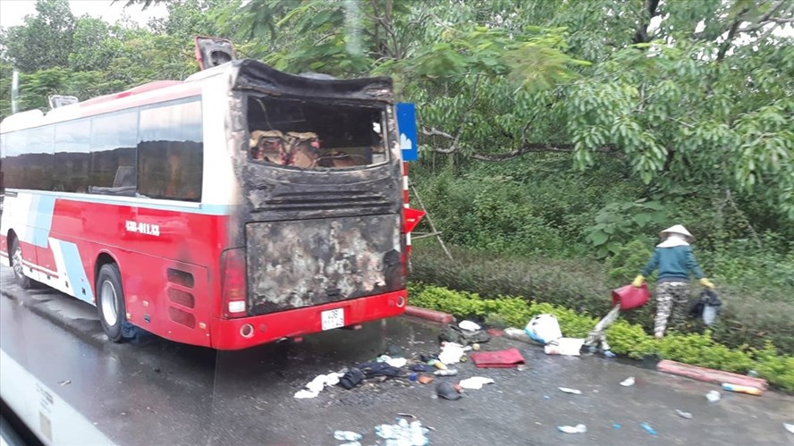 Tourists run from coach fire, social news, vietnamnet bridge, english news, Vietnam news, news Vietnam, vietnamnet news, Vietnam net news, Vietnam latest news, vn news, Vietnam breaking news