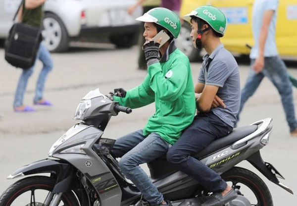 Grab riders, using phones while riding, get penalized, Vietnam economy, Vietnamnet bridge, English news about Vietnam, Vietnam news, news about Vietnam, English news, Vietnamnet news, latest news on Vietnam, Vietnam