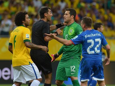 Trọng tài thừa nhận mắc sai lầm trận Italia – Brazil