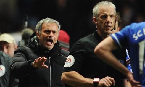 Chelsea, Mourinho, nộp phạt