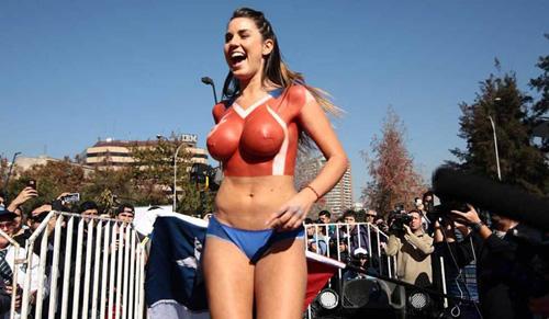 Fan cuồng thả rông cổ vũ tuyển Chile