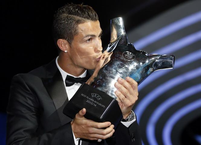 Ronaldo sợ ngồi tù nếu nói thật về Messi!