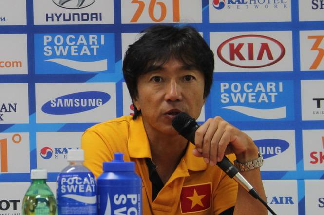 HLV Miura đau đầu với hàng phòng ngự của Olympic VN