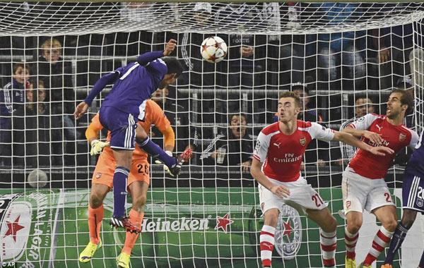 Arsenal ngược dòng khó tin trên đất Bỉ