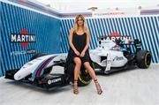 'Nữ hoàng nội y' hâm nóng đường đua F1 Barcelona