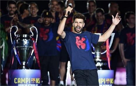 Pique xấu tính lôi Ronaldo làm trò trong lễ ăn mừng