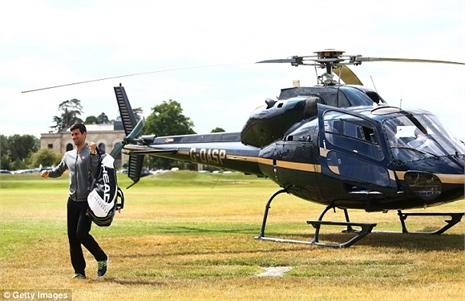 Djokovic đáp trực thăng kiểu 'Điệp viên 007'