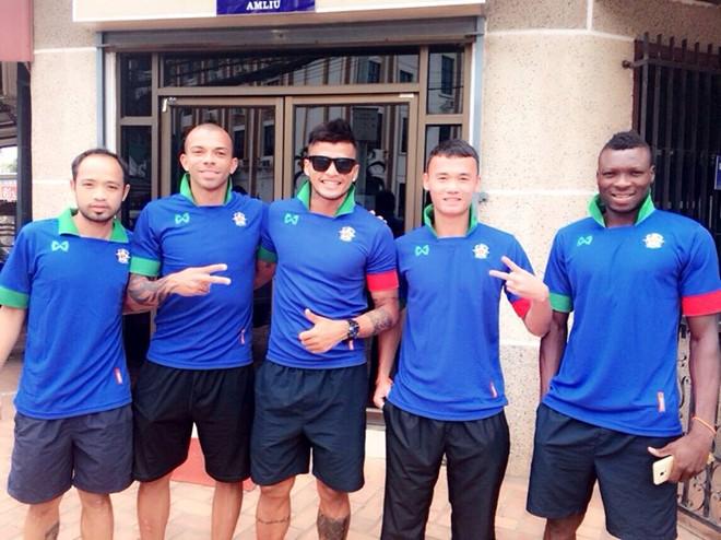 U19 Việt Nam, HAGL, Lào