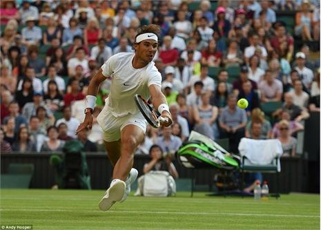 Xem Dustin Brown 'đá bay' Nadal khỏi Wimbledon