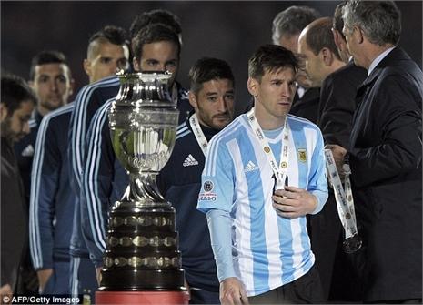 Quá bẽ bàng, Messi từ chối nhận QBV Copa America