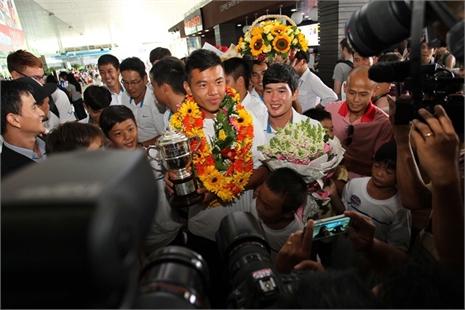 Nhà vô địch Wimbledon Lý Hoàng Nam bị 'quây' ở sân bay