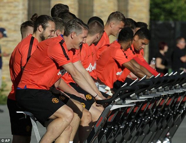 Schweinsteiger, Van Gaal, M.U, Mỹ, Rooney, Depay