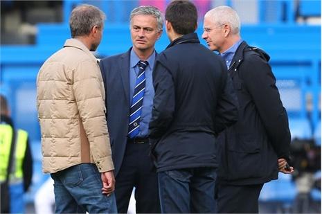 Abramovich muốn Chelsea đá đẹp, Mourinho không dám cãi