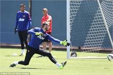 Van Gaal dọa De Gea: Cẩn thận khéo mất vị trí số 1!