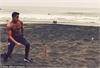 """Sanchez khoe cơ bụng """"6 múi"""" ngoài biển"""