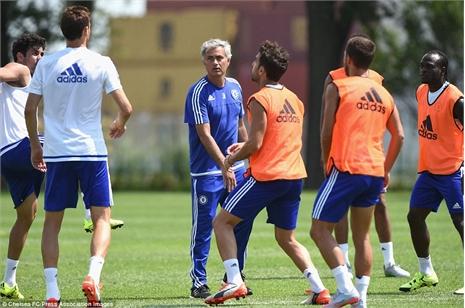 Cay mũi M.U, Mourinho vung 50 triệu bảng tuyển quân