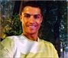 Ronaldo ăn đạm bạc, ôm gối nhìn Bale ghi bàn