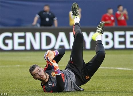 Van Gaal dọa 'phế' De Gea, sử dụng Romero