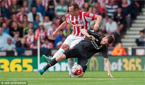 Coutinho xuất thần, Liverpool thắng may phút chót