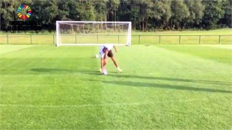 Chết cười với pha sút penalty cực dị của Bale