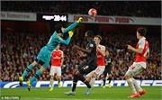 Cech bật mí về trận đấu xuất thần trước Liverpool