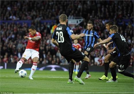 Rooney lập hat-trick, M.U oai hùng trở lại Champions League