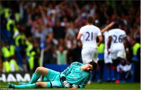 Lật đổ Chelsea, Crystal Palace gây địa chấn