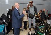 """Usain Bolt cực ngầu, """"đại náo"""" sân bay ở London"""