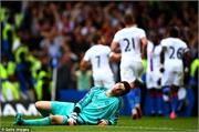 Courtois nghỉ hai tháng, Mourinho phát sốt