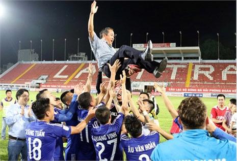 Bình Dương chỉ 'ẵm' cup khi V-League kết thúc