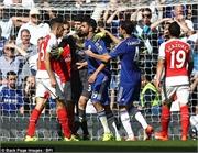 Diego Costa chơi xấu khiến Arsenal bị đuổi người