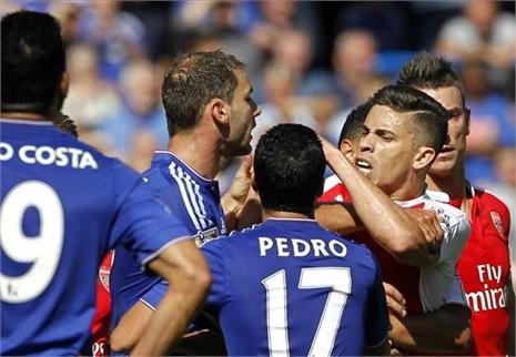 Buông lời lẽ khiêu khích, Costa khiến sao Arsenal bị đuổi