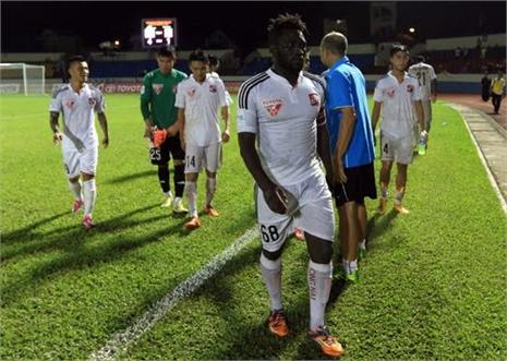 Cầu thủ Đồng Nai thất thểu chia tay V.League