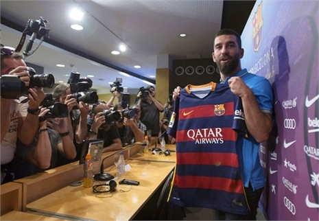 FIFA bác đơn Barca, Turan phải chờ tới tháng 1