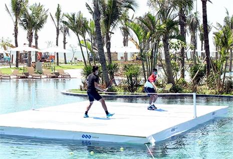 Các tay vợt hàng đầu VN biểu diễn trên… mặt nước