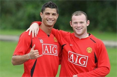 Ronaldo 'nhớ' Rooney, bắn tin trở lại M.U?