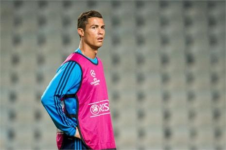 Tin tối 30/9: M.U 'tấn công'' Ronaldo, Arsenal ăn trái đắng