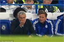Mourinho mất kiểm soát trong phòng thay đồ Chelsea