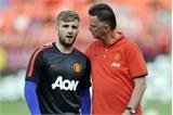 Không hài lòng, Van Gaal tìm người thay Luke Shaw
