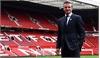 """""""Quý ông"""" David Beckham lịch lãm trở lại mái nhà xưa"""