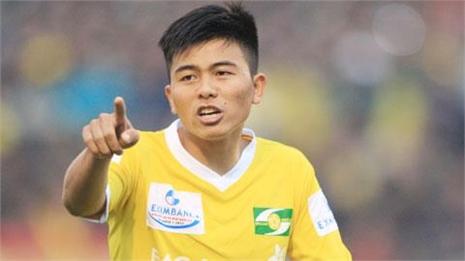 Mạnh Hùng bị loại khỏi U21 SLNA vì đòi đánh trọng tài