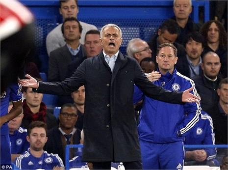 Mourinho và 'cây đũa thần' vực dậy Chelsea