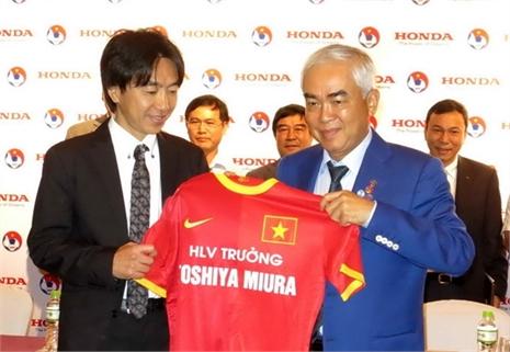 Tiết lộ: HLV Miura bị phản đối trước khi ký hợp đồng với VFF