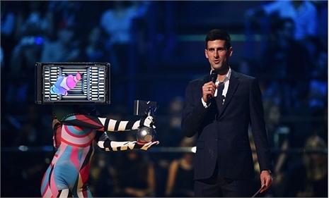 Djokovic 'đại náo' sân khấu lễ trao giải MTV