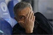 Mourinho cư xử cực lạ sau thất bại