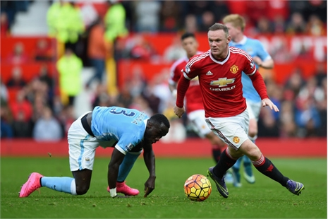 Xavi khuyên Rooney lùi xuống đá tiền vệ