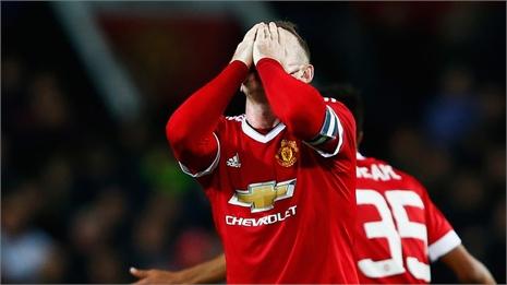 """Van Gaal tự nhiên  """"bắt bệnh"""" Wayne Rooney"""